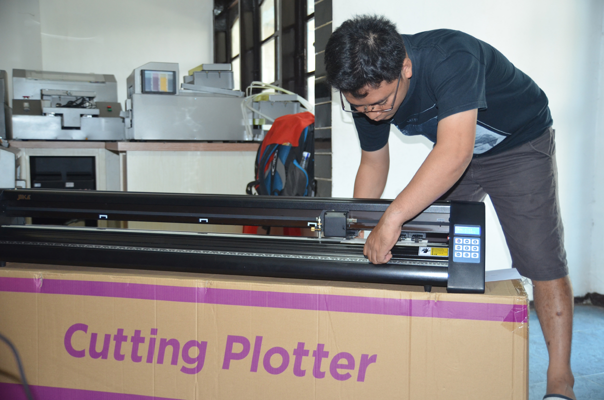 Tips Memilih Mesin Cutting Sticker buatan China